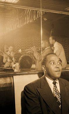 Charlie Parker watching trumpeter Dizzy Gillespie, uncredited photo
