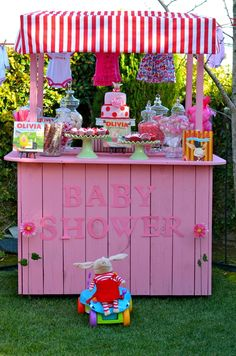 Olivia the Pig Baby Shower #babyshower #oliviathepig How stinkin' cute! Someone please have a GIIIIIRRRRLLLLL!!!!