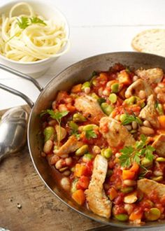 Kalorienarme Putenpfanne mit Bohnen: http://www.gofeminin.de/kochen-backen/kalorienarme-rezepte-d60131c671426.html