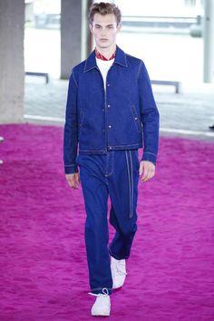 Regresando a la estética y color de los años setenta, AMI de Alexandre Mattiussi presneta su colección Spring-Summer 2018