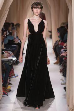Valentino enamora con su colección de Alta Costura de Primavera 2015
