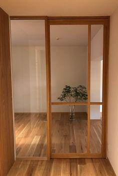 Door Design, House Design, Frosted Glass Interior Doors, Studio Apartment Design, Cocinas Kitchen, Natural Interior, Minimal Home, Japanese Interior, Traditional Interior