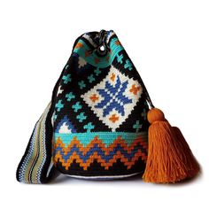 $49.90-$52.90 #Wayuubags. These double thread small mochila bag are perfect for carrying around a few items such as your phone, wallet and a few other necessities. All Wayuu bags come with a handwritten postcard, and little gift. The time required to elaborate a Wayuu Mochila varies from 4-7 days. www.lombiaandco.com Tapestry Bag, Tapestry Crochet, Knit Crochet, Gifts For Young Women, Beautiful Handbags, Poufs, Phone Wallet, Little Gifts, Cute Gifts