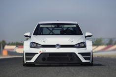 Dal Pianeta Wolfsburg è atterrata una Volkswagen Golf pronta aconquistare l'Universo dei Campionati Turismo con aerodinamica estrema e motore da 330 CV!