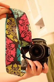 DIY pretty camera strap - I'm starting to believe I need a sewing machine! Diy Camera Strap, Camera Strap Cover, Camera Case, Camera Gear, Slr Camera, Fabric Crafts, Sewing Crafts, Sewing Projects, Paper Crafts