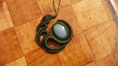 collier macramé avec pierre semi précieuse celestine : Collier par manifil