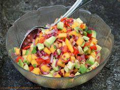 Jerk-Schweinsbrustspitze mit Mango, Paprika und Avocado-Salat Salad with mango, paprika and avocado Raw Food Recipes, Pork Recipes, Salad Recipes, Vegetarian Recipes, Healthy Recipes, Toxic Foods For Dogs, Spareribs, Cold Dishes, Mango Salad