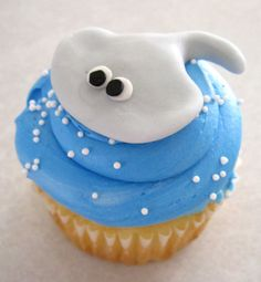 Sea Creature Cupcake Toppers 1 Dozen by sweetenyourday on Etsy Ocean Cupcakes, Animal Cupcakes, Cupcake Wars, Cupcake Toppers, Ocean Party Decorations, Fondant, Blue Frosting, Love Craft, Bake Sale