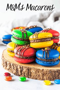 M&M's macarons filled with M&M's buttercreamYou can find Macaroons and more on our website.M&M's macarons filled with . French Macaroon Recipes, French Macaroons, Baking Recipes, Cookie Recipes, Dessert Recipes, Just Desserts, Delicious Desserts, Gourmet Desserts, Gourmet Foods