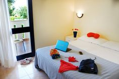 camera letto Patio, Table, Furniture, Home Decor, Tables, Home Furnishings, Terrace, Interior Design, Home Interiors