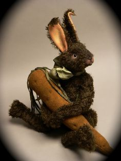 Little brown bunnie with his carrot. Needle Felted Animals, Felt Animals, Fabric Animals, Doll Toys, Pet Toys, Somebunny Loves You, Primitive Crafts, Soft Sculpture, Bunny Rabbit