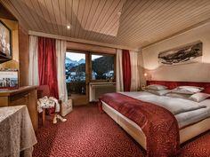 Doppelzimmer Gletscherblick im Wellnesshotel Bergland in Hintertux. #familiensuite #suite #komfort #gletscherblick #wellnessurlaub #skiurluab #wanderulraub #familienurlaub #kachelofen #gesund_schlafen