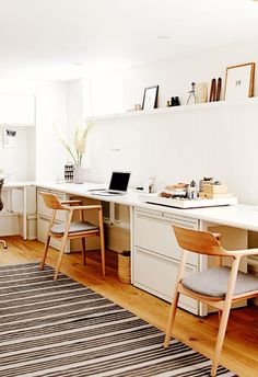 White Home Office Ideas To Make Your Life Easier; home office idea;Home Office Organization Tips; chic home office. Mesa Home Office, Home Office Space, Office Workspace, Home Office Desks, Home Office Furniture, Office Decor, Office Art, Office Ideas, Small Office