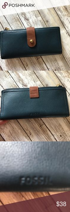 Fossil wallet Navy blue fossil Wallet is in excellent condition. Used only few times. Fossil Bags Wallets