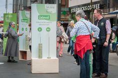 Stehenbeiben und Staunden, Voting-Fragen in der Leipziger Innenstadt #themeninteraktion #installation #katholikentag #innehalten #unterbrechung