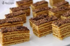 Prajitura cu foi cu miere si crema caramel Romanian Desserts, Romanian Food, Romanian Recipes, Cake Recipes, Dessert Recipes, Layered Desserts, Dessert Bars, Baked Goods, Cheesecakes