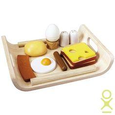 Деревянный набор Завтрак Plan Toys (арт. 3415) - отличная сюжетно-ролевая игра План Тойс. На деревянной доске лежит аппетитный завтрак - яичница, булочка, яйцо, сосиска, бекон, бутерброд с сыром и  солонка с перечницей.