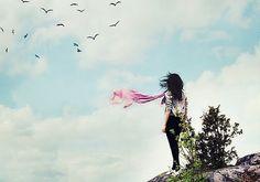 """Non avere fretta di crescere, di lasciare indietro tutti gli sbagli, di diventare """"grande"""" e saggio, di sentirti sicuro di ogni cosa che fai. Goditi le ginocchia sbucciate e gli errori maldestri, a…"""