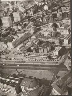 Warszawa - widok z lotu ptaka na pl. Bankowy (wtedy Feliksa Dzierżyńskiego) i jego wschodnie przyległości, w tym budynek Banku Polskiego na ul. Bielańskiej (1962)