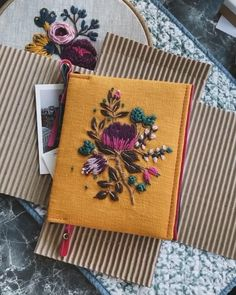 Hand Embroidery Art, Floral Embroidery, Embroidery Designs, Handmade Diary, Homemade Books, Beautiful Notebooks, Handmade Notebook, Velvet Ribbon, Blouse Designs