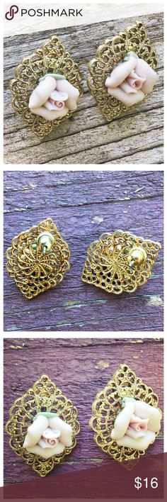 """Vintage Gold Filigree Pink Ceramic Rose  Earrings Vintage Goldtone Filigree Style Pink Ceramic Rose  Earrings --- Earrings are 1""""x 1"""", about the size of a quarter --- Post style ---  thank you for visiting my boutique, please feel free to ask any questions 🌺 Vintage Jewelry Earrings"""