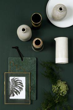 HISTOR trend colour for dark green Quiet clearing. HISTOR trend colour for dark green Quiet clearing. Dark Green Living Room, Dark Green Rooms, Dark Green Kitchen, Green Paint Colors, Green Colour Palette, Room Colors, Colour Schemes, Color Trends, Design Creation