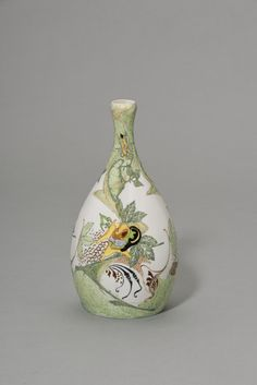 Vase (Modellnummer 101) | Entwurf und Ausführung (Dekor; Bemalung): Wilhelmus Petrus Hartgring, Ausführung: Haagsche Plateelbakkerij Rozenburg | Bildindex der Kunst & Architektur