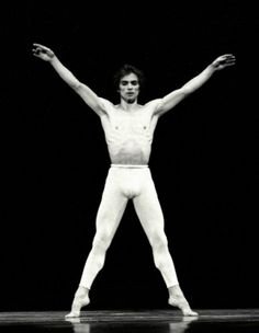 Nureyev in Paul Taylor's 'Aureole'. Lee Radziwill, Margot Fonteyn, Liza Minnelli, Dance Images, Dance Photos, Rudolf Nurejew, Dance Magazine, Male Ballet Dancers, Kinds Of Dance