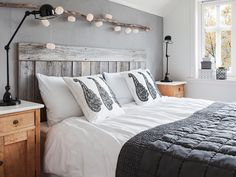 Trying To Find DIY Headboard Ideas? There are many low-cost means to develop a distinct distinctive headboard. We share a couple of great DIY headboard ideas, to inspire you to design your bed room posh or rustic, whichever you favor. Pallet Headboard Diy, Bedroom Decor, Nordic Style Bedroom, Bedroom Interior, Home, Bedroom Inspirations, Home Bedroom, Cozy House, Home Decor