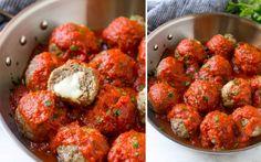 Ben je die klassieke gehaktballetjeseen beetje beu? Deze meatballs gevuld met mozzarella geven een leuke twist aan het originele recept. Ideaal om als hapjeop te dienen tijdens een feestjeof als maaltijd over een groot bord spaghetti. Smakelijk!