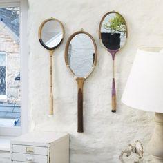 Raquettes anciennes transformées en miroirs par le designer belge David Richiuso pour DeFact studio (photo Flepi). http://www.decoatouslesetages.fr/2013/05/22/jeu-set-et-match/