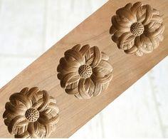 JAPANESE-ANTIQUE-KASHIGATA-KIKU-Flower-with-Cover-Hand-Carved-Wooden-Cake-Mold