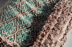Aesthetic Nest: Sewing: Minky Ultimate Couch Blanket (How-to) - This one has a pocket in the bottom for your feet!