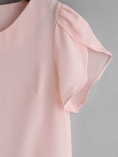 Product name: Petal Sleeve Chiffon Slim Blouse at SHEIN, Category: BlousesTo find out about the [good_name] at SHEIN, part of our latest Blouses ready to shop online today! Kurti Sleeves Design, Sleeves Designs For Dresses, Sleeve Designs, Blouse Designs, Petal Sleeve, Tulip Sleeve, Vestidos Chiffon, Batik, Clips