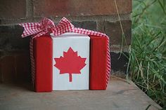 Canada flag from wood; could also make these as German flags for the reunion Wood Block Crafts, Wood Crafts, Wood Blocks, Diy Wood, Wood Projects, Canada Leaf, Canada 150, Canada Day Crafts, Canada Party