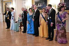 Rouva Jenni Haukio (vasemmalla) emännöi presidentti Sauli Niinistön kanssa juhlaillallista Presidentinlinnassa.