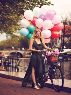 Balloons, flowers and bike with basket along the Amsterdam canal for a free ride. / #FreePeople