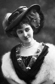 Hat - Les modes, 1907