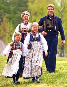 FolkCostume&Embroidery: Overview of Norwegian Costumes, part The eastern heartland Norwegian Clothing, Frozen Musical, Scandinavian Embroidery, Norway Viking, Costumes Pictures, Folk Clothing, Thinking Day, Folk Costume, Historical Costume