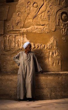 https://flic.kr/p/EnBzYd | Man in Karnak Temple, Egypt | More @ www.per-spektiv.com