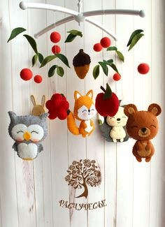 10 Genderless DIY Baby Mobiles 10 sexless DIY baby mobile – I like the leaves Felt Crafts, Diy And Crafts, New Baby Crafts, Felt Baby, Baby Mobile Felt, Baby Mobiles Diy, Nursery Mobiles, Diy Bebe, Felt Toys