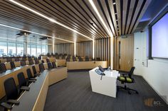 Image 6 of 36 from gallery of London Business School, The Sammy Ofer Centre / Sheppard Robson. Photograph by Fotohaus Timber Ceiling, Timber Walls, Classroom Architecture, London Business School, Corporate Office Design, Luxury Homes Dream Houses, School Building, Room Interior, Interior Design