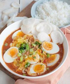 Recipe: Indian eggs in spicy tomato sauce with rice - Savory Sweets - These Indian eggs in spicy tomato sauce are really fantastic. Hard-boiled eggs in a spicy and sweet - Good Healthy Recipes, Veggie Recipes, Indian Food Recipes, Asian Recipes, Vegetarian Recipes, Exotic Food, Indonesian Food, Feta, No Cook Meals