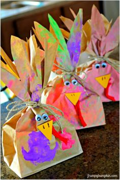 Easy Turkey Craft project for kiddos to complete. Stuff with popcorn to gobble gobble. ;)