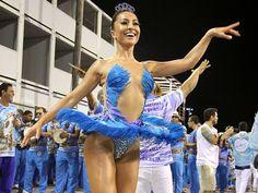 Linda de viver, Sabrina Sato vira bailarina em ensaio técnico da Vila Isabel