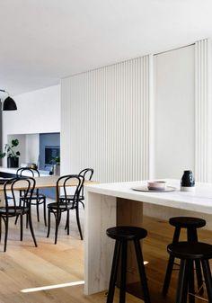 Elwood Townhouse — минималистский дом, расположенный в Элвуд, Австралия, разработан архитекторами и дизайнерами  студии InForm