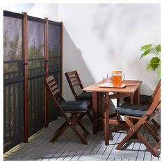 SLÄTTÖ privacy screen / outside – black, brown stained – IKEA Germany - Modern Small Balcony Design, Tiny Balcony, Patio Design, Balcony Ideas, Balcony Shade, Narrow Balcony, Terrace Design, Balcony Garden, Apartment Balcony Decorating