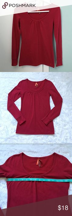 Like New Aerie Long Sleeve Top Like New Aerie Long Sleeve Top, size small.  Worn twice and like new.  See pictures for measurements. 😊 aerie Tops
