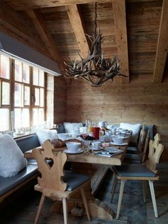 In the design of the Haus Alpina chalet, everything seems to be perfect: elegant natural lighting, pleasant natural materials, warm textiles and ✌Pufikhomes - source of home inspiration
