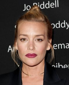 Piper Perabo Hair Knot - Piper Perabo went youthful and edgy with this top knot at the Showtime Emmy eve party.